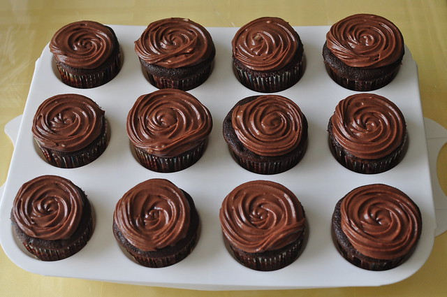 dark chocolate cupcakes 03