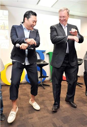 Psy dan Eric Schmidt berjoget Gangnam Style