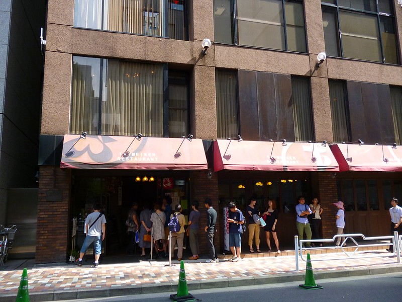 Queue outside of Taimeiken Restaurant for lunch