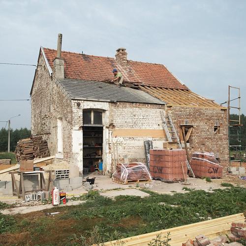 Mardi : démontage du toit en amiante !