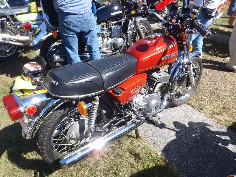 Suzuki GT250 hotness, love me a 'zuki wee bike!