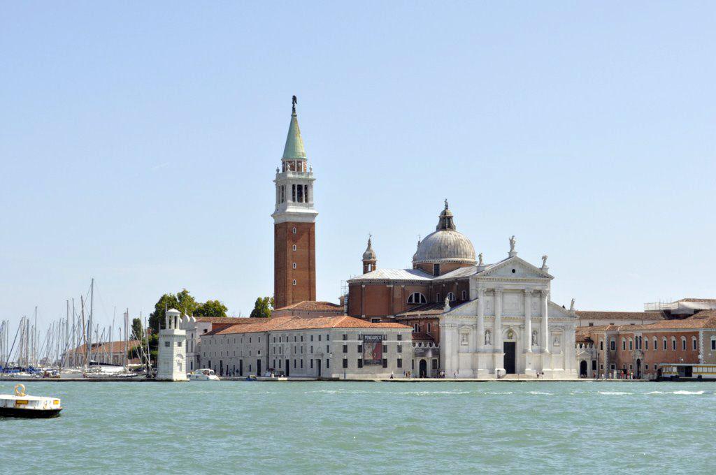 Venecia: Hay Islas, como la Isla de San Giorgio que bien merecen una visita, en cambio hay muchas otras islas que ... es mejor evitar o no contratar como excursión, dada su lejanía, precio y en realidad poco interés. venecia - 7962016276 6499e9b28a o - Venecia, cosas que NO debes hacer en tu visita