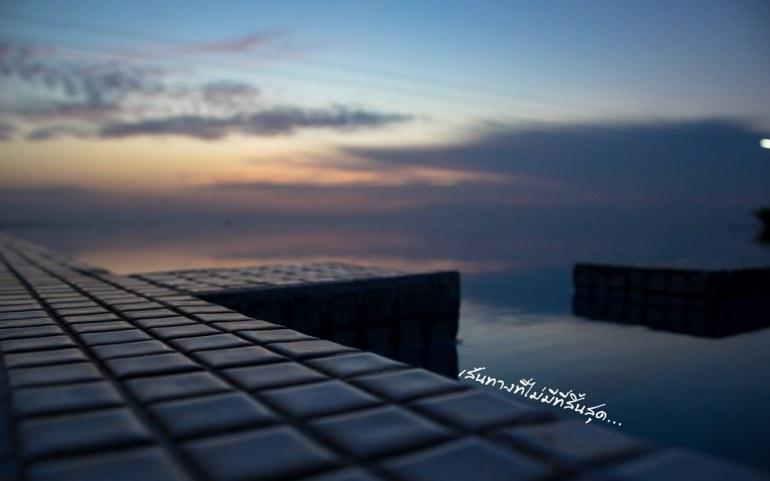 สระว่ายน้ำตอนเช้า - ทะเลปราณบุรี