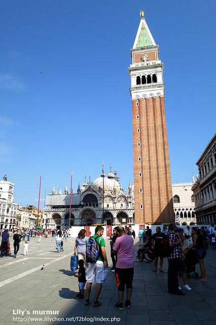 聖馬可教堂 (Basilica Cattedrale Patriarcale di San Marco)旁的聖馬可鐘樓 (Campanlle di San Marco),可以走上去鳥瞰整個威尼斯風景喔,不過要入場費。排隊要上去的遊客也非常多。