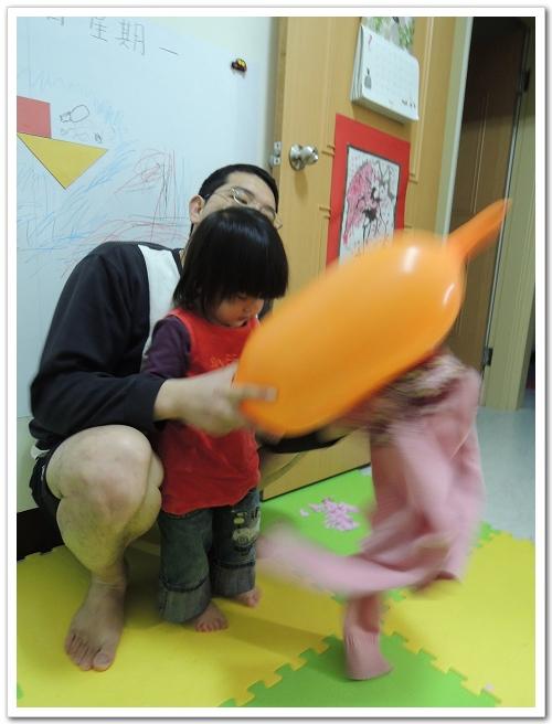 【4Y2M+】科學好好玩之跳舞的小小人(靜電實驗) @ 幸福的另一個世界 :: 痞客邦