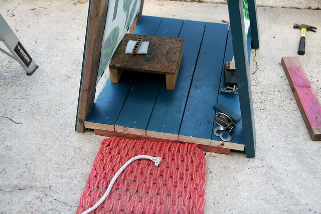 a kid designed fort with salvaged wood + weekend links