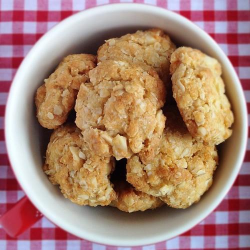 Chewy coconut macadamia oatmeal cookies ;)