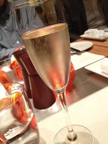 乾杯はシャンパンで。@ブノワ