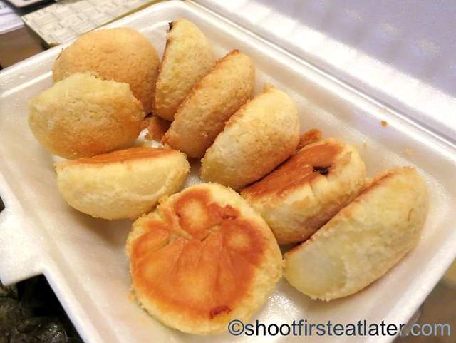 Tim Ho Wan's baked bun with bbq pork HK$15-001