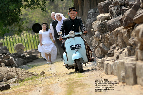 Foto Pre Wedding Vintage with Vespa Outdoor Photo at Yogyakarta Indonesia by POETRAFOTO - Wedding Photographer Indonesia