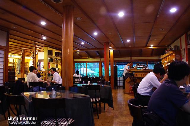 平日下午五點多,咖啡館還沒有太多人,感覺蠻是何在這裡工作或者與三五好友聊天,氣氛悠閒。