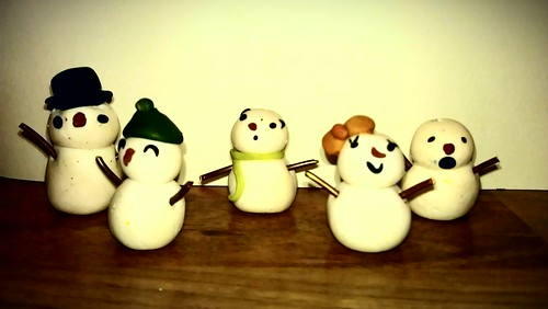 mini fimo snowmen