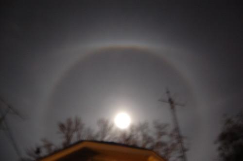 ice ring around moon from Sandy moisture (2)