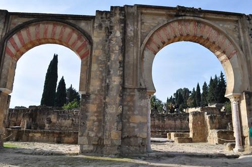 Originalmente construido con 15 arcos de gran tamaño, el Pórtico Oriental daba un elegante acceso a la poderosa ciudad de Medina Azahara. Medina Azahara, el capricho del primer califa de Al-Andalus - 8176227578 631f5b64ec - Medina Azahara, el capricho del primer califa de Al-Andalus