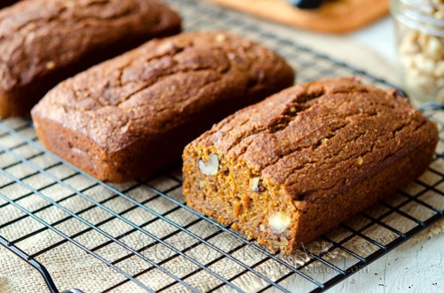 Here is an awesome recipe for a moist, flavorful, and seasonal loaf of Pumpkin Banana Nut Bread. Make mini-loaves as gifts during the holidays!