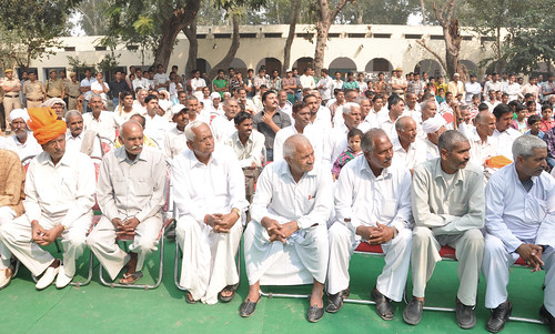 Farmers gather at secondary school for field visit by ILRI Management and board in Haryana, India