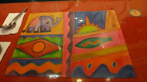具有童趣的手工刺繡桌墊2