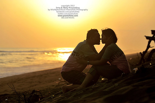 Foto PreWedding Outdoor Photo with Sunset by POETRAFOTO - Wedding Photographer Indonesia