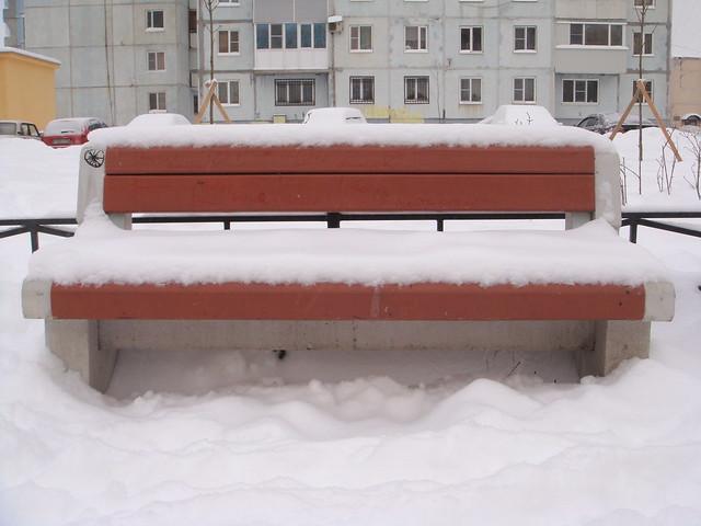 Скамейка в сугробе // Bench under snow