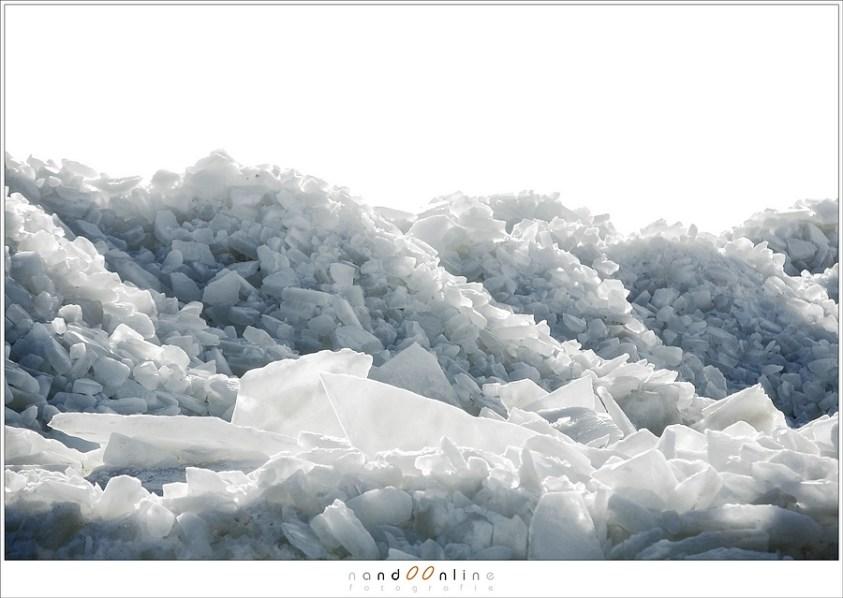 Kruiend ijs bij het Paard van Marken