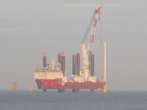 MPI Adventure erecting wind turbines off Redcar