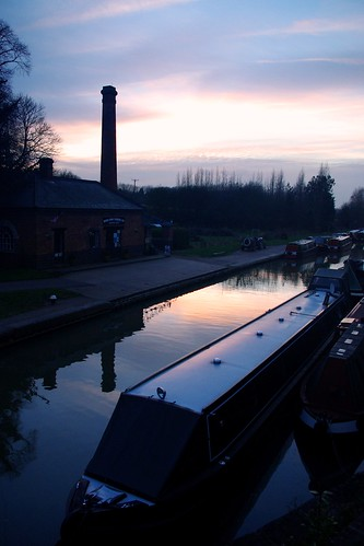 20130113-33_Canal Side pump House + Narrow Boat - Braunston by gary.hadden
