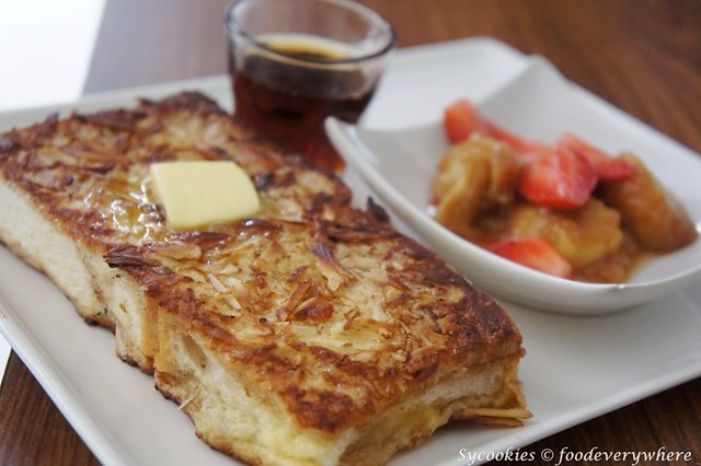 7.Classic French Toast - coated in shaved almonds served with fruit and maple syrup.@red bean bag (14)