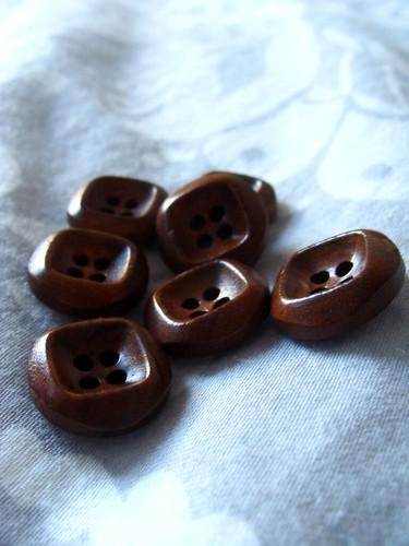 Agatha_buttons