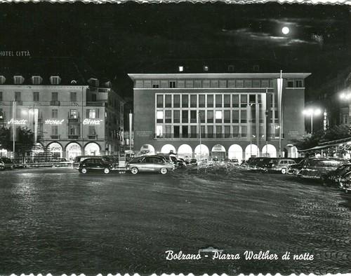 postcard - bolzano - piazza walter - notturno - 1962