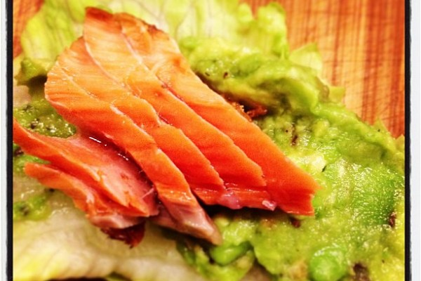 Guac and Salmon on a lettuce-chip