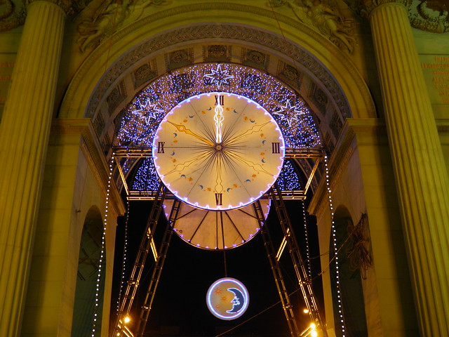Часы в Нарвских воротах // Clock in Narva Arch