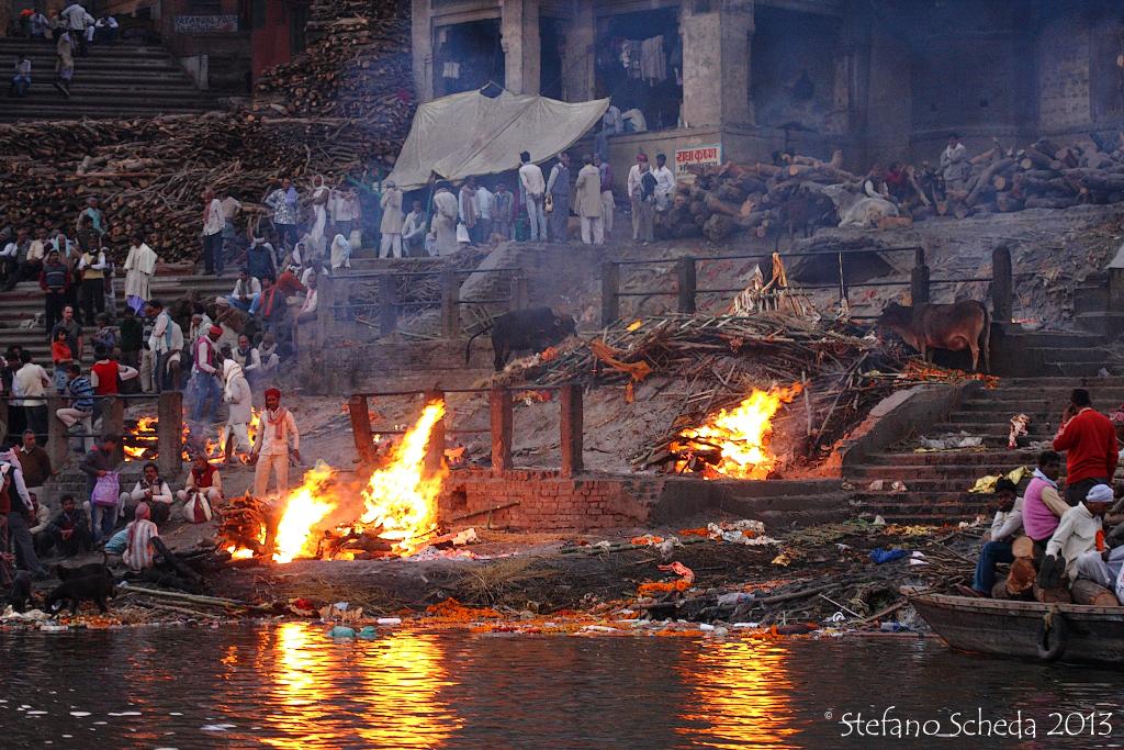 Hindu cremations at Manikarnika Ghat - Benares, India