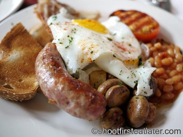 The Early Bird Full English Breakfast P495-002