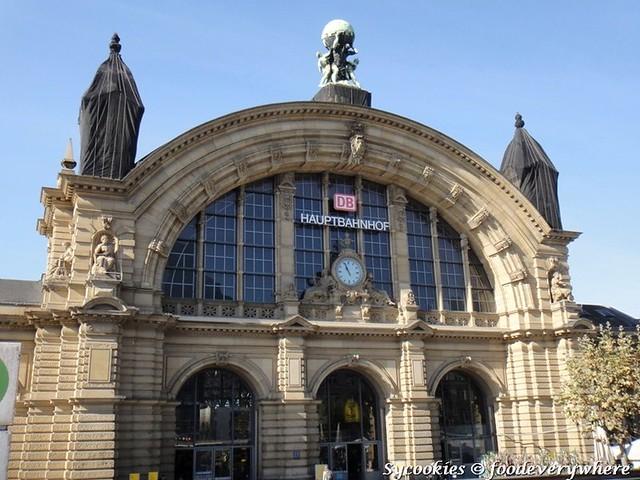 16.rankfurt Central Station (Frankfurt am Main Hauptbahnhof) is the busiest railway station in Frankfurt, Germany.[2] In terms of railway traffic, it is the busiest railway station in Germany.