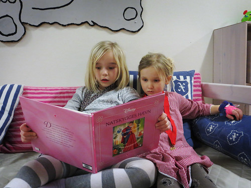 Ronja reading to her little sister