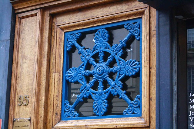 blue on wood door paris
