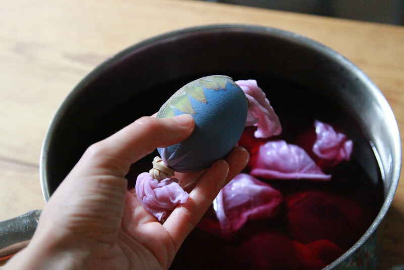 dyeing eggs with red cabbage