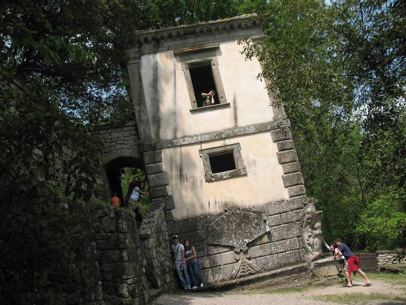 Casa Inclinada