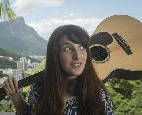 cantora pernambucana radicada no Rio Clarice Falcão entrevistas