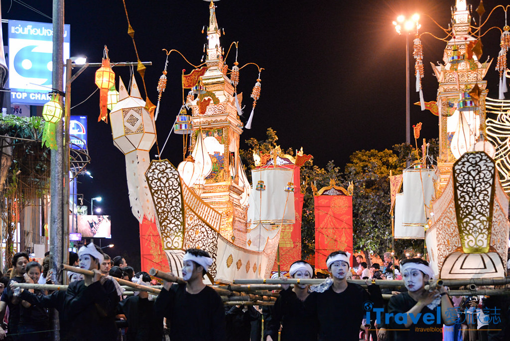 《清迈水灯节》花车游行与水灯节选美活动:古城区塔佩门前,欢乐热闹迎节庆