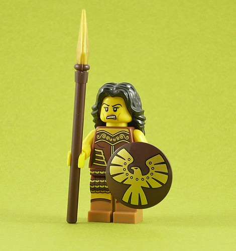 71001 LEGO Minifigures Series 10 04 Warrior Woman 01