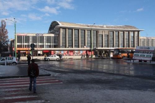 Street frontage of Brașov railway station