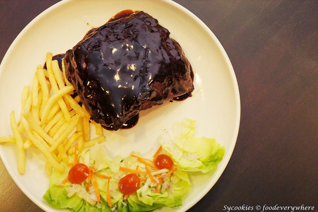 13.A Rack of Ribs with Potatoes & Salad (1)_