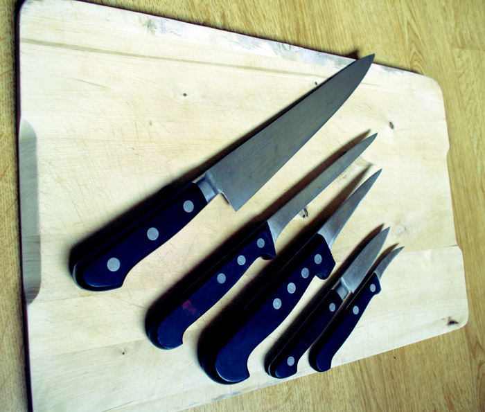 Comment choisir un couteau de cuisine le kitchen bloggen - Comment bien aiguiser un couteau ...