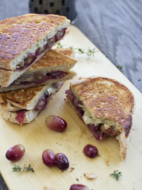 roasted grape & prosciutto toastie