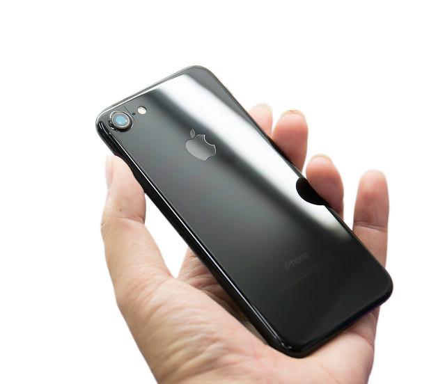 天啊 iPhone 7 曜石黑超不耐磨?!容易刮傷?!安心保護的機背保護貼 / 包膜施工分享 (大量圖片注意!) @ 廖阿 ...