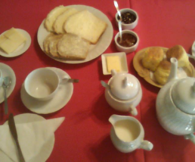 Primera parte: pan, scons,manteca,queso y mermelada
