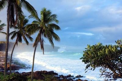 13.01.29_27 | Kepuhi Beach and Kaiaka Rock (Heiau site ...