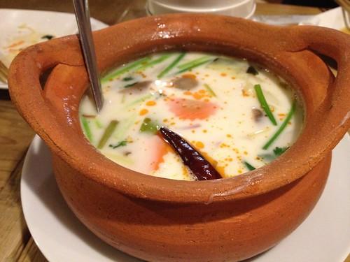 トムカーガイ(鶏肉とココナッツミルクのスープ)@ピーナッツ食堂