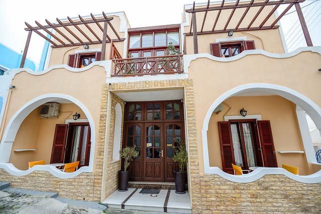 【正門】San Giorgio Villas in Fira, Santorini, Greece.
